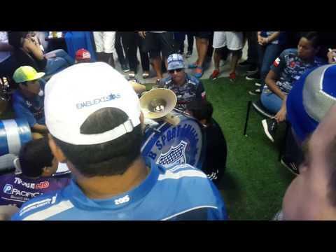 """La banda Del Eterno Carnaval - ( La boca Te Va Alentar -  Pongan Huevos Los Azules )"" Barra: Boca del Pozo • Club: Emelec"