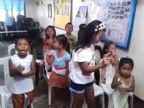 Kung paano magbigay ng isang tablet ng worm cat