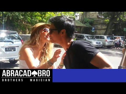 Video KISSING PRANK INDONESIA. Cara Dapat Ciuman dan Nomor Hp Cewek - abracadaBRO Street Magic Indonesia