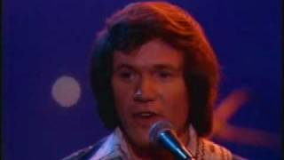 YouTube video E-card 1977 David Gates Bread performing Make it with you at Burt Sugarmans The Midnight Special