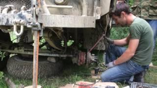Сварка без сварочного аппарата. Заварили сломанный УАЗ в лесу имея держак электроды авто аккумулятор
