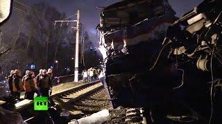 На западе Москвы столкнулись пассажирский поезд и электричка