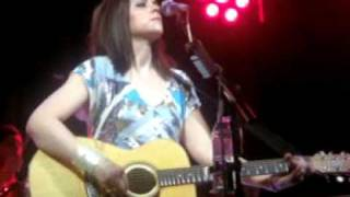Amy Macdonald - Give It All Up - Manchester Academy 01.04.10