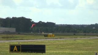preview picture of video 'Ben Soloing at Easton (ESN) airport'