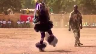 Танец шамана, который вызывает дождь,