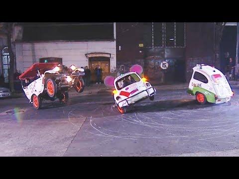 ¡Estos si son los autos locos! Mirá las acrobacias que hacen en Lo mejor de la familia