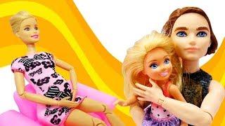 Barbie y su familia. Muñecas en español. Vídeos para niñas.