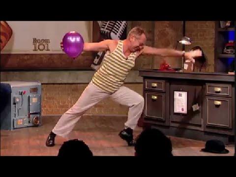 ai đẩy được quả bóng này , nặng gấp ông này 100 lần đấy