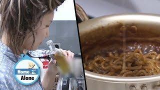 Hwasa is Having Truffle Jjajang Ramyeon Today~! [Home Alone Ep 282]