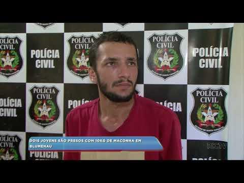 Dois jovens são presos com 10kg de maconha em Blumenau