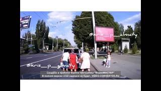 В Алматы запечатлели очередного водителя, перевозившего детей в багажнике