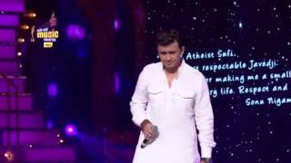 An emotional tribute to Javed Akhtar from Sonu Nigam at the