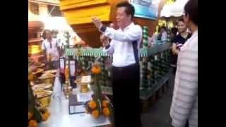 preview picture of video 'อ.ลักษณ์ เรขานิเทศ วัดพระธาตุหริภุญชัย ลำพูน สลากภัตสลากย้อม 7 กันยายน 2557 17.04 p.m.'