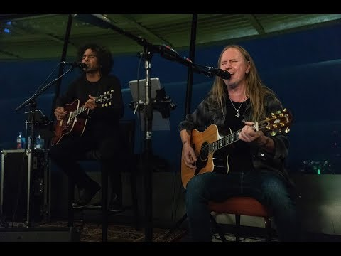 Alice In Chains - Fly [LIVE DEBUT] at Seattle's Space Needle, August 21, 2018 (AUDIO)