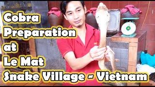 preview picture of video 'Cobra Preparation @ Nguyen Van Duc Snake Restaurant, Hanoi'