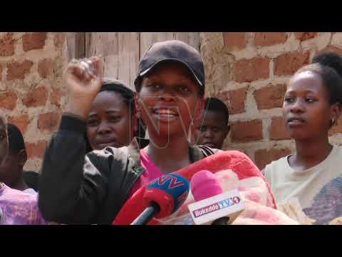 Poliisi ekutte omukazi abadde aluma omwana