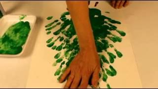 Sapin avec peinture aux doigts