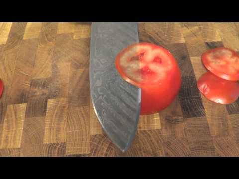 Tomatentest mit Damastmesser