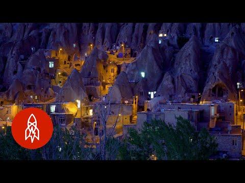 Íránská vesnice ve skále