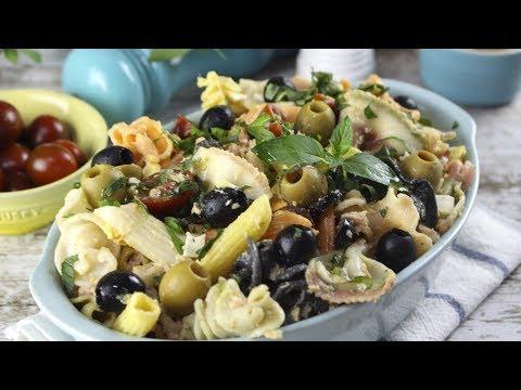 Ensalada de pasta con atún, aceitunas y menta