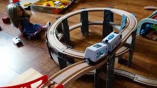 Железная дорога из Икеи с локомотивом на батарейках