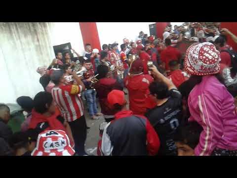 """""""Entrada de Los Pibes Del Ritmo (La Gloriosa Brava) a la Ciudadela / San Martín vs Agropecuario"""" Barra: La Banda del Camion • Club: San Martín de Tucumán"""