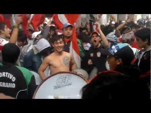 """""""contra los putos la BANDA DEL CAMION"""" Barra: La Banda del Camion • Club: San Martín de Tucumán"""