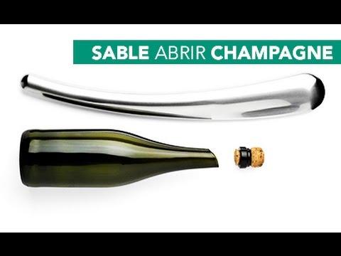 Abrir champagne con un sable o espada