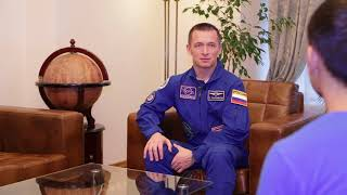 Интервью 121-го космонавта России Сергея Рыжикова во время визита в РИКЦ Баку