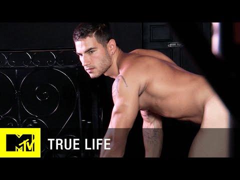 gay for pay – tanti uomini etero lavorano come attori porno gay per guadagnare più soldi : video : Cronache