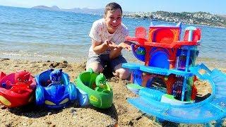 Фёдор строит на пляже новую  Базу для Героев в Масках.
