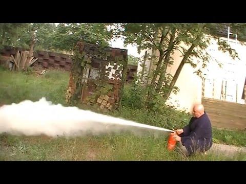 Test: 15 Jahre alter Feuerlöscher