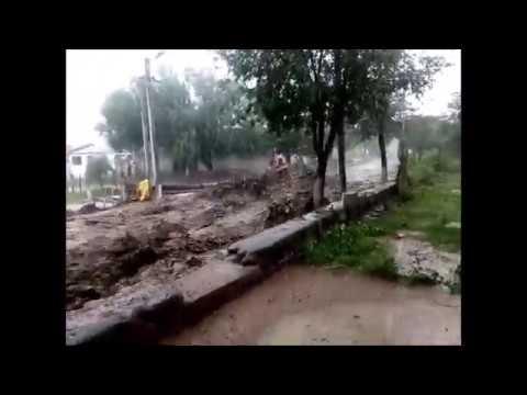 Video: Mirá la furia de la correntada que inundó las calles de Guachipas