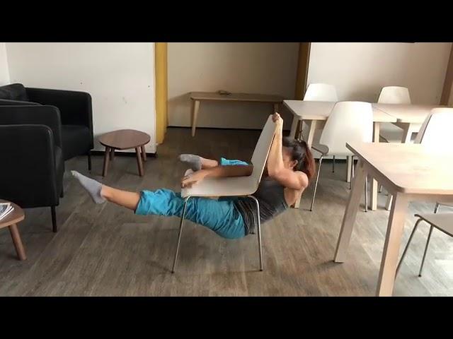 Нереальный трюк со стулом. Даже не пробуйте это повторить