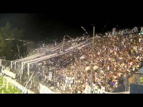 """""""los caudillos del parque vs sarmiento ( recibimiento al equipo)"""" Barra: Los Caudillos del Parque • Club: Independiente Rivadavia"""