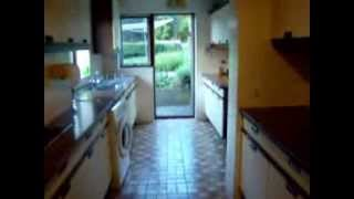 preview picture of video 'Fantastic 3 bedroom furnished detached house with garage and private garden CR8'