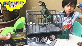 SHAKING TREX Truck! Takara Tomy Dinosaur toys for boys and kids Jurassic World