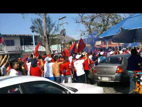 """""""Caravana de Porra Tiburones Rojos De Veracruz 03"""" Barra: Guardia Roja • Club: Tiburones Rojos de Veracruz"""