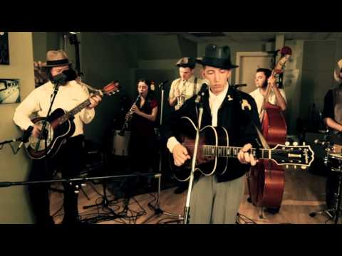 Video Pokey Lafarge - Baby's Coming To Town