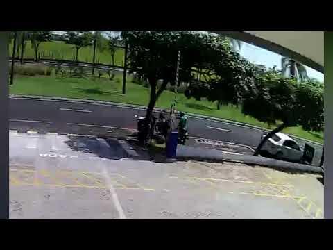 Delegado Júlio Pesquero divulga a foto do suspeito William Oliveira Monteiro