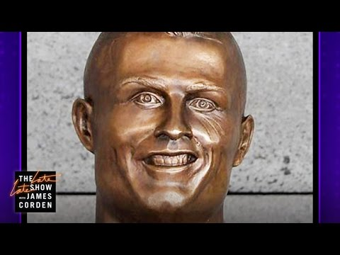 What Is Up with This Cristiano Ronaldo Statue? (видео)