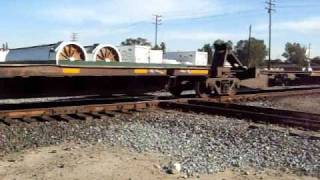 preview picture of video 'BNSF 6941 W meets BNSF 6939 E @ Hanford CA [HQ]'