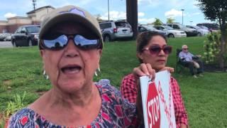 Vecinos manifiestan solidaridad con inmigrantes y refugiados