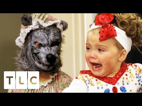Big Bad Wolf Terrifies Toddlers At Queen Of Hearts Pageant | Toddlers & Tiaras