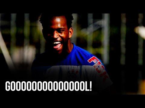 Guerrero cruza e Gil faz de cabeça o gol de empate contra o Bahia