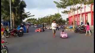 preview picture of video 'Area bermain keluarga Stadion Gelora bangkalan sore hari'