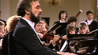 Mozart: Concerto per piano Nº 19, K459. Radu Lupu