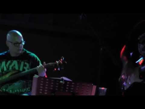 Cover-Rock aus Essen - Kein Pop, kein Schlager und 'No one plays synthesizer!'