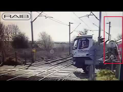 Near miss at Mucking AHB level crossing