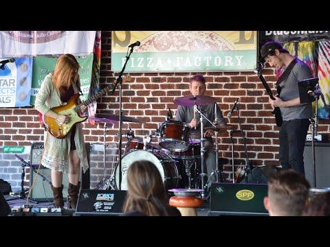 "Liz Lawrence playing an arrangement ""Teen Town""  (https://www.youtube.com/watch?v=KLl430Qeb-g)"